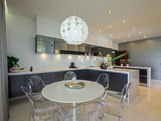 Moradia Algarve 2013 Cozinhas modernas por Atelier Ana Leonor Rocha Moderno