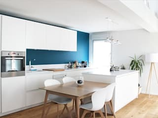 Rénovation d'un duplex Cuisine moderne par AMNIOS Moderne