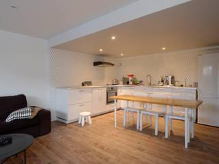 Rénovation d'une maison Cuisine moderne par AMNIOS Moderne