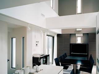 ヨットをイメージした地下付RC住宅 モダンデザインの ダイニング の JPホーム株式会社 モダン
