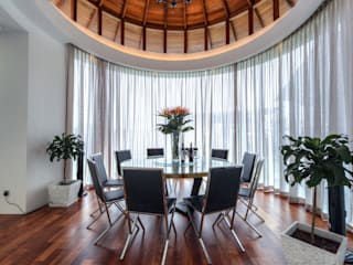 Majestic Contemporary | BUNGALOW Minimalist dining room by Design Spirits Minimalist