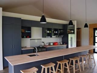 現代廚房設計點子、靈感&圖片 根據 Capital Kitchens cc 現代風