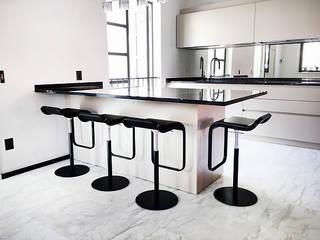 Appartamento Forte dei Marmi Sala da pranzo moderna di 2P Trading srl Moderno