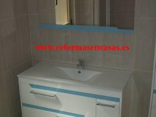 Reformas Baños Baños de estilo moderno de REFORMAS EN CASAS Moderno
