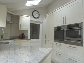 Shaker Style Traditional Kitchen Minimalist commercial spaces by Premier Kitchens & Bedrooms Minimalist
