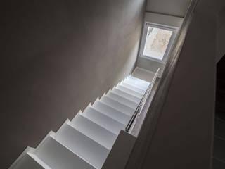 Bianchetti Pasillos, vestíbulos y escaleras de estilo moderno