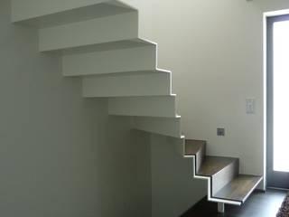 Falttreppe mussler gesamtplan gmbh Moderner Flur, Diele & Treppenhaus