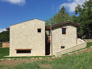 Casas de estilo rural de Stefano Zaghini Architetto Rural