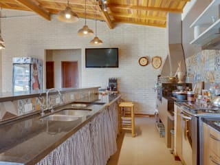Juliana Lahóz Arquitetura Country style kitchen