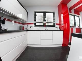 biała kuchnia: styl , w kategorii  zaprojektowany przez KuchnieMP