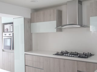 Modern Kitchen by Monica Saravia Modern