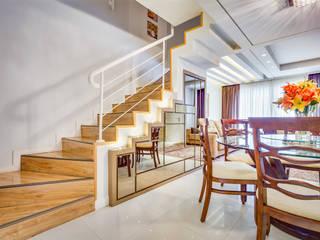 Pasillos, vestíbulos y escaleras de estilo moderno de Juliana Lahóz Arquitetura Moderno