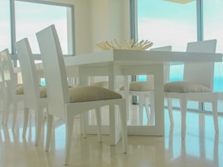 Modern dining room by Monica Saravia Modern