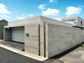 6台駐車可能なビルトインガレージのある邸宅 モダンな 家 の JPホーム株式会社 モダン