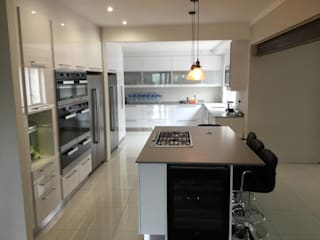 Project : Martin Modern kitchen by Capital Kitchens cc Modern