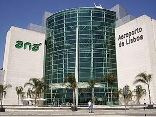 Amplianção Aeroporto Lisboa Janelas e portas modernas por BauStahl, Lda Moderno