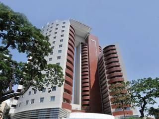 Torre do Carmo - Angola Janelas e portas modernas por BauStahl, Lda Moderno