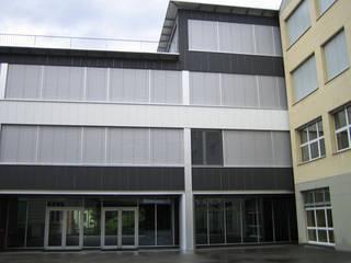 Universidade Montreux - Suiça Janelas e portas modernas por BauStahl, Lda Moderno