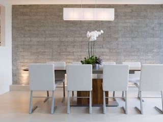 Dining room by Gracious Luxury Interiors, Minimalist