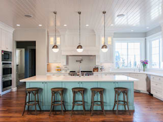 Modern Country-Style Kitchen: country Kitchen by Gracious Luxury Interiors