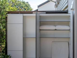 Balkon, Beranda & Teras Modern Oleh design@garten - Alfred Hart - Design Gartenhaus und Balkonschraenke aus Augsburg Modern