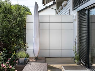 Varandas, alpendres e terraços modernos por design@garten - Alfred Hart - Design Gartenhaus und Balkonschraenke aus Augsburg Moderno