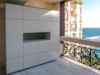 Balcones y terrazas de estilo minimalista de design@garten - Alfred Hart - Design Gartenhaus und Balkonschraenke aus Augsburg Minimalista