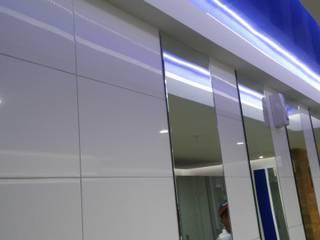 REMODELACION DE BAÑOS : Espacios comerciales de estilo  por BIANGULO DISEÑO Y CONSTRUCCION S.A.C.