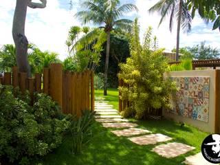 庭院 by Tânia Póvoa Arquitetura e Decoração, 熱帶風