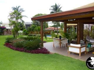 tropische Huizen door Tânia Póvoa Arquitetura e Decoração