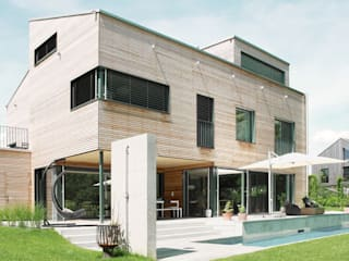 Villa aus Holz am Murtensee Moderner Balkon, Veranda & Terrasse von Unica Architektur AG Modern
