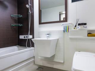 Phòng tắm phong cách châu Á bởi 윤성하우징 Châu Á