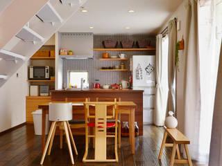 キッチンを中心に家族の笑顔があふれる住まい: 株式会社スタイル工房が手掛けたです。