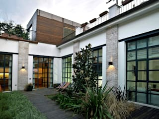 Balcones y terrazas de estilo minimalista de Fabio Azzolina Architetto Minimalista