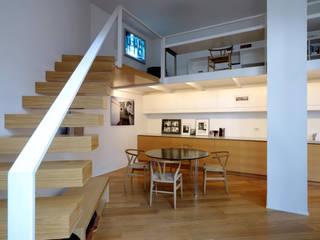 Pasillos, vestíbulos y escaleras de estilo minimalista de Fabio Azzolina Architetto Minimalista