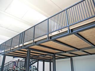 soppalco acciaio e legno Spazi commerciali in stile industrial di h-project.it Industrial