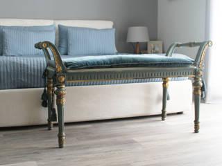 CASA U: Camera da letto in stile in stile Eclettico di AD2P