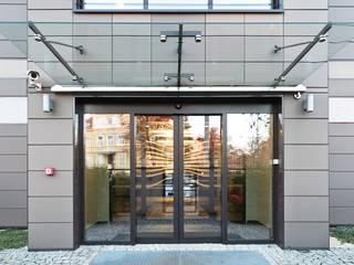 Projekt budynku biurowego w Poznaniu: styl , w kategorii Domy zaprojektowany przez ELM Projekt Studio