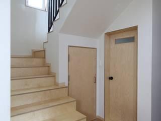 봉산리 주택 Коридор, прихожая и лестница в азиатском стиле от 위드하임 Азиатский