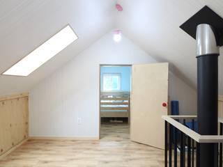 봉산리 주택 Pasillos, vestíbulos y escaleras de estilo moderno de 위드하임 Moderno