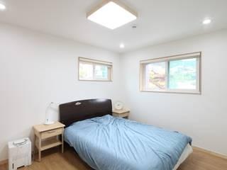 봉상리 주택: 위드하임의  침실