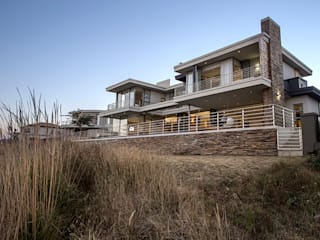 Residence Naidoo:  Houses by FRANCOIS MARAIS ARCHITECTS,