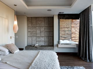 Residence Naidoo:  Bedroom by FRANCOIS MARAIS ARCHITECTS,