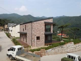 용천리 주택 Casas modernas de 위드하임 Moderno