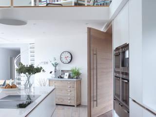 White Kitchen Salas de estilo moderno de Designer Kitchen by Morgan Moderno