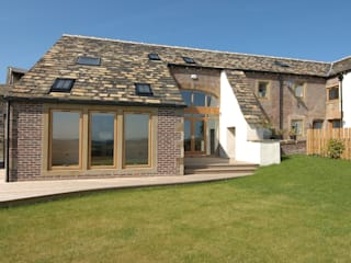 Cockermouth Farm, Flockton من Farrar Bamforth Associates Ltd