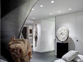 NYC Ingresso, Corridoio & Scale in stile minimalista di ALDENA Minimalista
