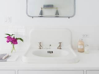Bathroom by Lorraine Bonaventura Architect