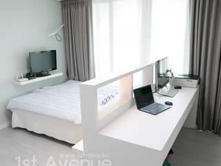 따뜻한 북카페가 쏘옥 들어온 모던네추럴 인테리어 : 퍼스트애비뉴의  침실
