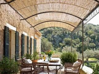 Vallas de madera y estructuras para jardines: Jardines de estilo  de Vallados y Jardines